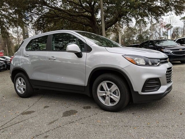 2020 Silver Ice Metallic Chevrolet Trax LS SUV 4 Door FWD Automatic