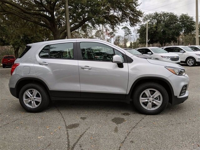 2020 Silver Ice Metallic Chevrolet Trax LS FWD ECOTEC 1.4L I4 SMPI DOHC Turbocharged VVT Engine 4 Door SUV Automatic