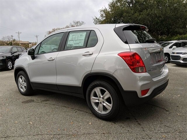 2020 Silver Ice Metallic Chevrolet Trax LS 4 Door Automatic ECOTEC 1.4L I4 SMPI DOHC Turbocharged VVT Engine FWD