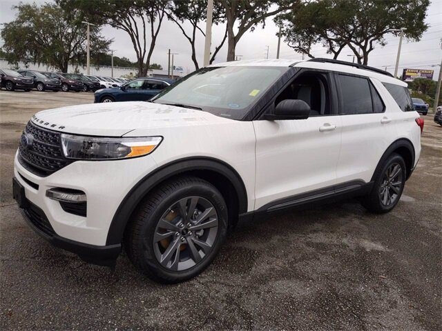 2021 White Ford Explorer XLT EcoBoost 2.3L I4 GTDi DOHC Turbocharged VCT Engine SUV 4 Door Automatic