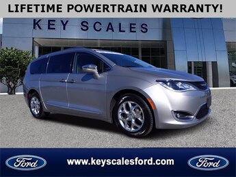 2017 Chrysler Pacifica Limited 4 Door FWD Van