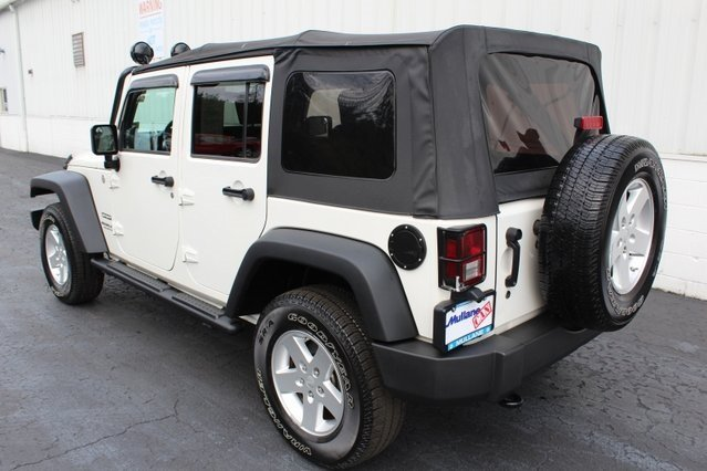 2010 Stone White Jeep Wrangler Sport SUV 4X4 4 Door 3.8L V6 SMPI Engine