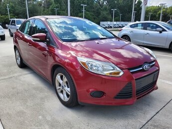 2014 Ruby Red Tinted Clearcoat Ford Focus SE Sedan 2.0L 4-Cylinder DGI DOHC Engine 4 Door Automatic FWD