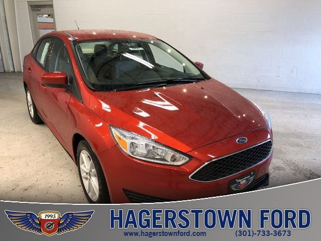 2018 Chili Pepper Red Ford Focus SE FWD 4 Door I4 Engine