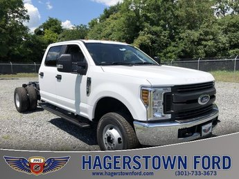 2018 Oxford White Ford Super Duty F-350 DRW XL 4X4 4 Door Truck 6.2L V8 Engine Automatic