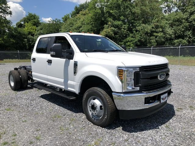 2018 Oxford White Ford Super Duty F-350 DRW XL 4 Door Truck Automatic 4X4