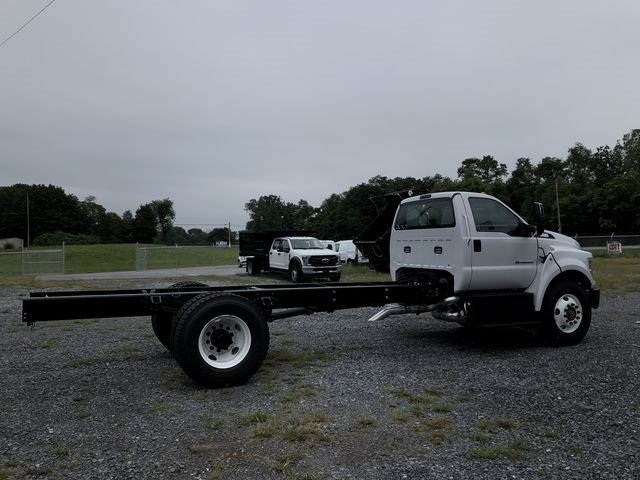 2018 Oxford White Ford F-750SD RWD 6.7L 8-Cylinder Diesel Engine 2 Door