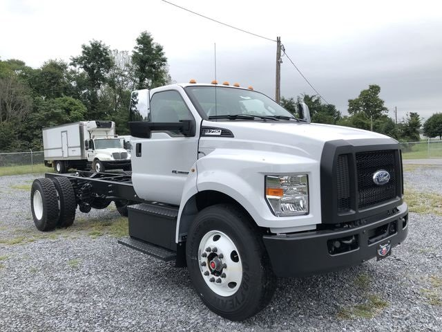 2018 Ford F-750SD 6.7L 8-Cylinder Diesel Engine RWD Truck 2 Door