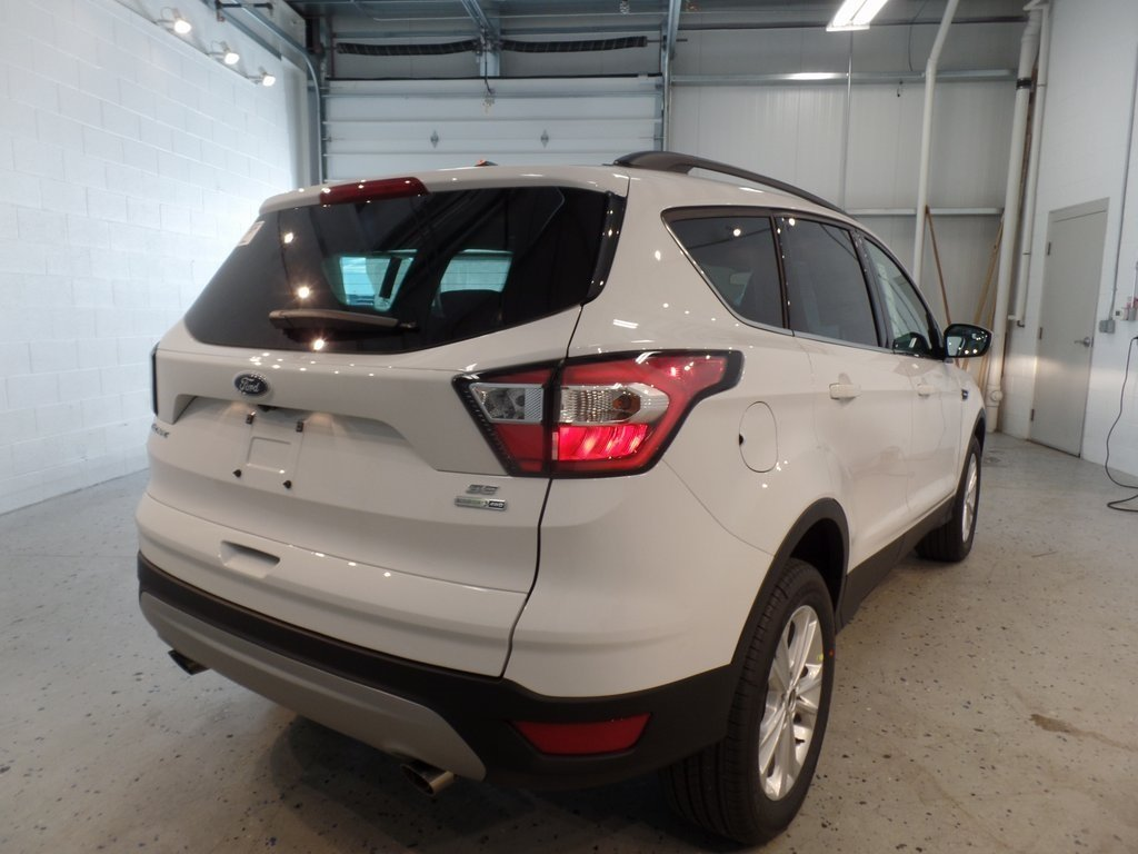 2018 Oxford White Ford Escape SE 4 Door 4X4 SUV Automatic