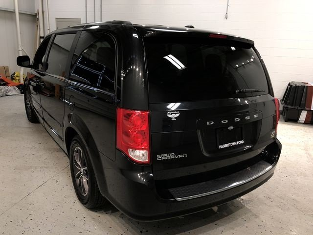 2017 Onyx Black Dodge Grand Caravan SXT Automatic Van FWD