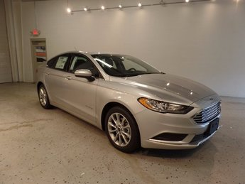 2017 Ford Fusion Hybrid SE Sedan 2.0L Hybrid Engine Automatic (CVT) FWD 4 Door