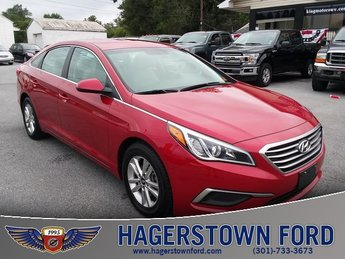 2017 Scarlet Red Hyundai Sonata Base Sedan 2.4L I4 DGI DOHC 16V ULEV II 185hp Engine 4 Door