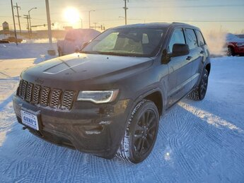 2021 Diamond Black Crystal Pearlcoat Jeep Grand Cherokee Laredo X Automatic 4 Door 4X4 SUV Regular Unleaded V-6 3.6 L/220 Engine