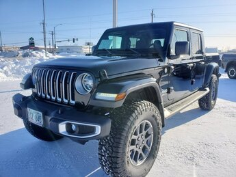2020 Black Clearcoat Jeep Gladiator Overland Regular Unleaded V-6 3.6 L/220 Engine Automatic 4 Door 4X4