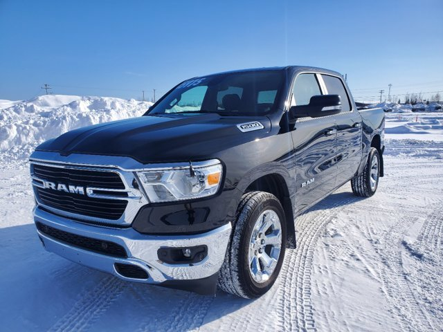2020 Diamond Black Crystal Pearlcoat Ram 1500 Big Horn Truck Gas/Electric V-6 3.6 L/220 Engine 4X4