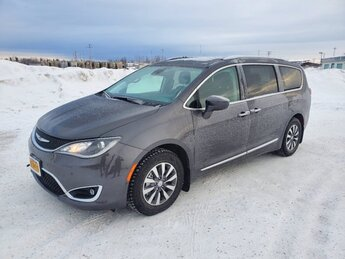 2020 Granite Crystal Metallic Clearcoat Chrysler Pacifica Touring L Plus Van 4 Door Automatic Regular Unleaded V-6 3.6 L/220 Engine