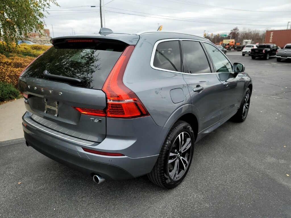 2021 Gray Volvo XC60 T6 Momentum SUV I4 Supercharged Engine Automatic
