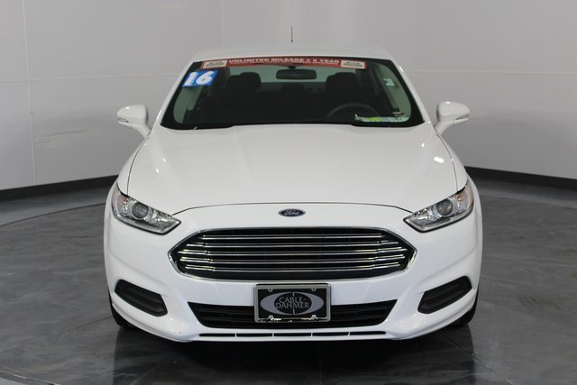 2016 White Ford Fusion SE FWD Automatic 4 Door Sedan