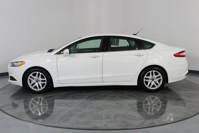 2016 White Ford Fusion SE FWD 4 Door 2.5L iVCT Engine Sedan