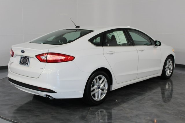 2016 White Ford Fusion SE FWD Sedan Automatic 4 Door