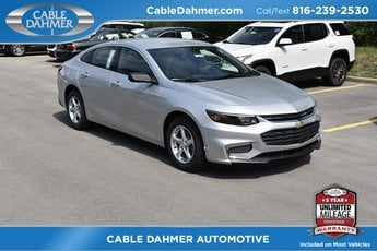 2018 Silver Ice Metallic Chevy Malibu LS FWD Sedan 4 Door