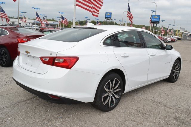 2018 Summit White Chevy Malibu LT Automatic 1.5L DOHC Engine FWD Sedan