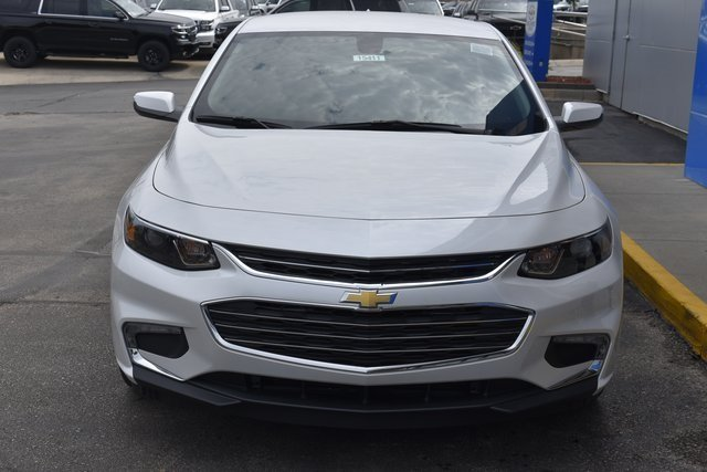 2018 Iridescent Pearl Tricoat Chevy Malibu LT 4 Door FWD 1.5L DOHC Engine Automatic