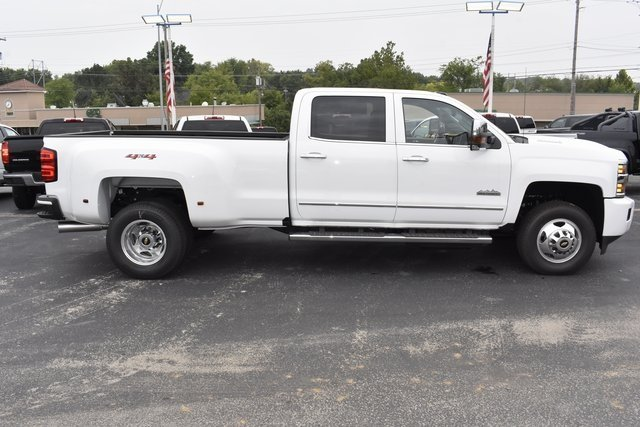 2018 Chevy Silverado 3500HD High Country Truck Automatic Duramax 6.6L V8 Turbodiesel Engine 4X4 4 Door