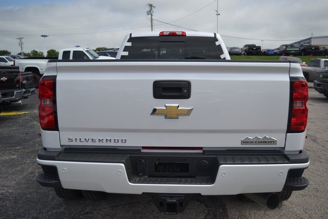 2019 Iridescent Pearl Tricoat Chevy Silverado 3500HD High Country 4 Door Duramax 6.6L V8 Turbodiesel Engine Automatic