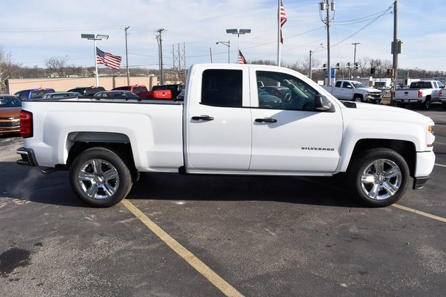 2017 Summit White Chevy Silverado 1500 Custom 4 Door RWD Automatic Truck EcoTec3 5.3L V8 Flex Fuel Engine