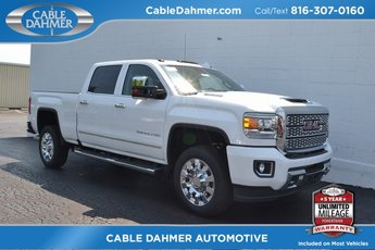 2019 Summit White GMC Sierra 2500HD Denali Duramax 6.6L V8 Turbodiesel Engine 4X4 4 Door Truck