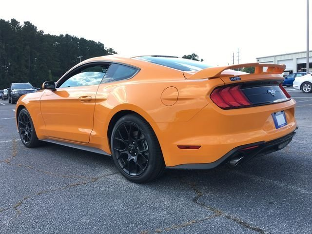 2018 Ford Mustang EcoBoost EcoBoost 2.3L I4 GTDi DOHC Turbocharged VCT Engine 2 Door Coupe Automatic RWD