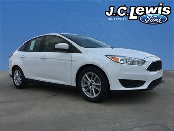 2018 Oxford White Ford Focus SE Automatic I4 Engine FWD 4 Door Sedan