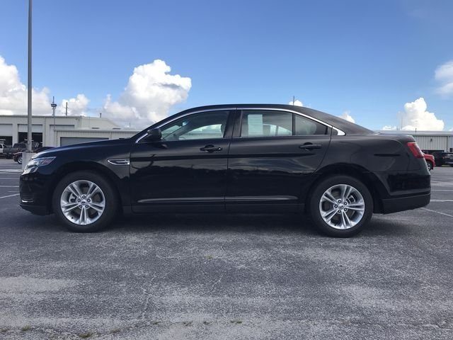 2018 Shadow Black Ford Taurus SE Sedan 3.5L 6-Cylinder SMPI DOHC Engine Automatic FWD 4 Door