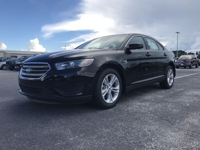 2018 Shadow Black Ford Taurus SE 4 Door 3.5L 6-Cylinder SMPI DOHC Engine FWD Sedan Automatic