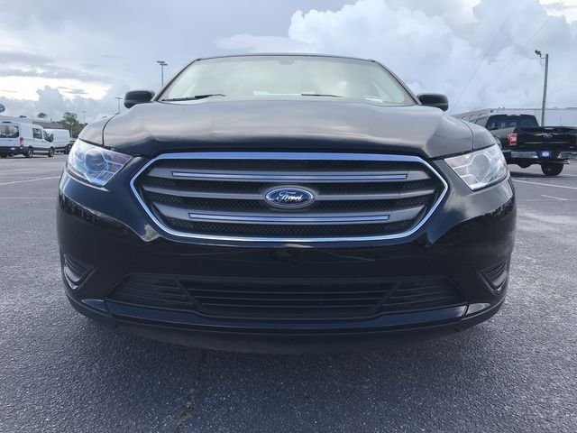 2018 Shadow Black Ford Taurus SE Sedan FWD 4 Door