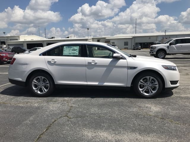 2018 White Platinum Clearcoat Metallic Ford Taurus SEL 3.5L V6 Ti-VCT Engine Sedan FWD 4 Door