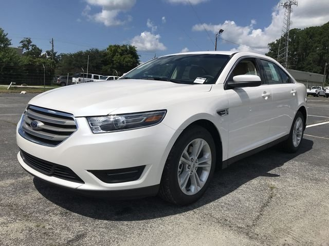 2018 White Platinum Clearcoat Metallic Ford Taurus SEL Sedan Automatic 4 Door 3.5L V6 Ti-VCT Engine FWD