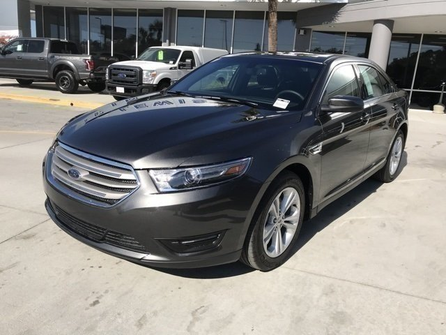 2018 Magnetic Metallic Ford Taurus SEL 4 Door FWD Automatic
