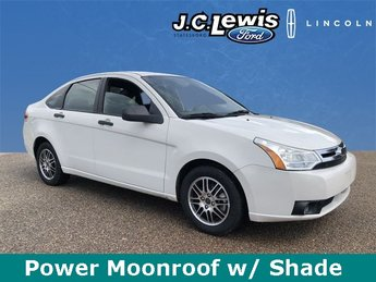 2010 White Suede Ford Focus SE FWD Sedan Duratec 2.0L I4 DOHC Engine 4 Door Automatic