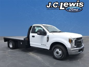 2018 Oxford White Ford Super Duty F-350 DRW 6.7L V8 Engine 2 Door Automatic Truck RWD