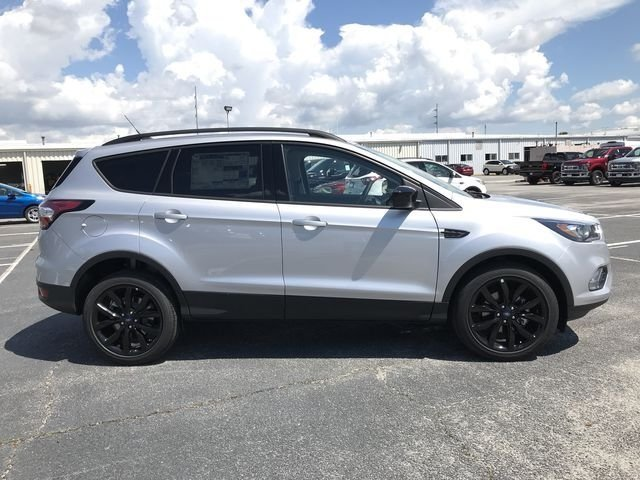 2018 Ingot Silver Metallic Ford Escape SE EcoBoost 1.5L I4 GTDi DOHC Turbocharged VCT Engine FWD Automatic 4 Door SUV