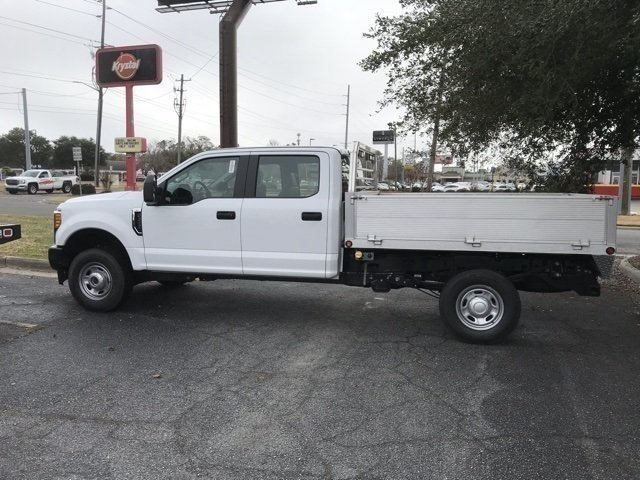 2017 Oxford White Ford Super Duty F-250 SRW XL V8 Engine 4X4 4 Door Truck Automatic