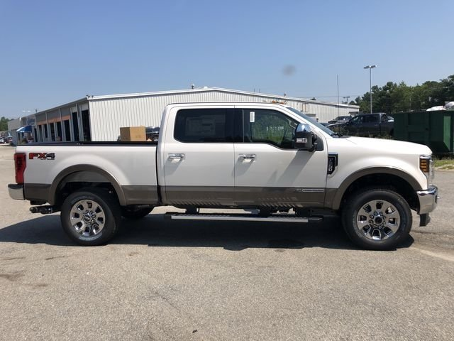 2018 White Platinum Metallic Tri-Coat Ford Super Duty F-250 SRW Lariat 4X4 Power Stroke 6.7L V8 DI 32V OHV Turbodiesel Engine 4 Door