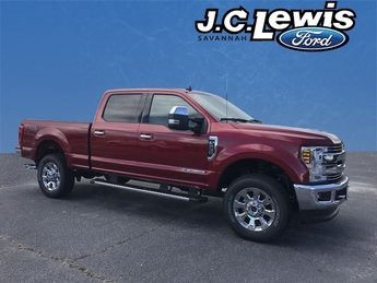 2019 Ruby Red Metallic Tinted Clearcoat Ford Super Duty F-250 SRW Lariat Power Stroke 6.7L V8 DI 32V OHV Turbodiesel Engine 4 Door 4X4 Truck Automatic