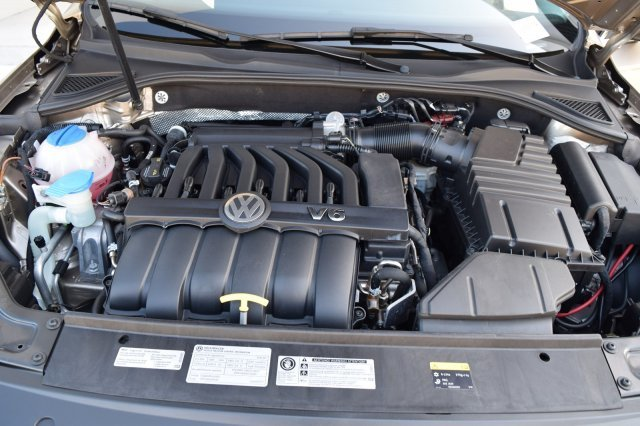 2016 Volkswagen Passat 3.6L V6 SEL Premium Sedan 4 Door Automatic FWD Premium Unleaded V-6 3.6 L/220 Engine