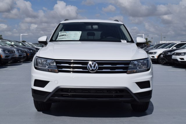 2020 Pure White Volkswagen Tiguan S 4 Door FWD Automatic SUV Intercooled Turbo Regular Unleaded I-4 2.0 L/121 Engine