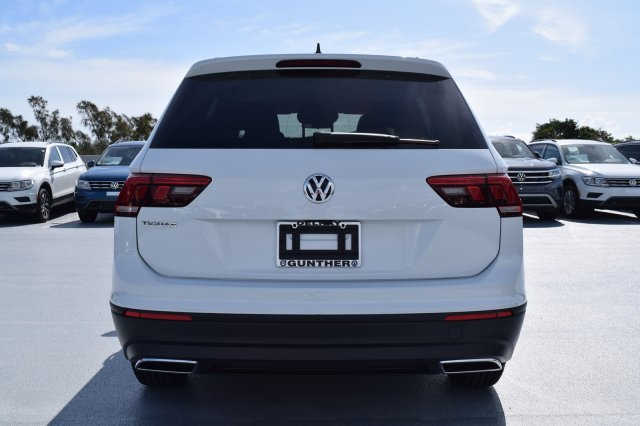 2020 Volkswagen Tiguan S FWD Intercooled Turbo Regular Unleaded I-4 2.0 L/121 Engine SUV Automatic