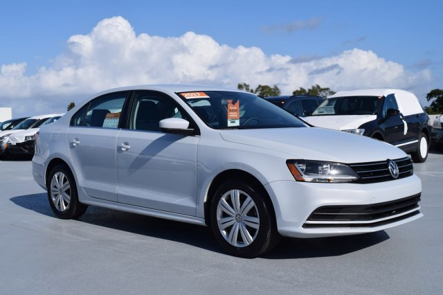 2017 White Silver Metallic Volkswagen Jetta 1.4T S Intercooled Turbo Regular Unleaded I-4 1.4 L/85 Engine FWD 4 Door Sedan