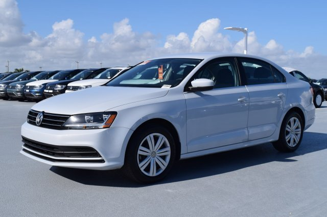 2017 White Silver Metallic Volkswagen Jetta 1.4T S Automatic FWD Intercooled Turbo Regular Unleaded I-4 1.4 L/85 Engine 4 Door